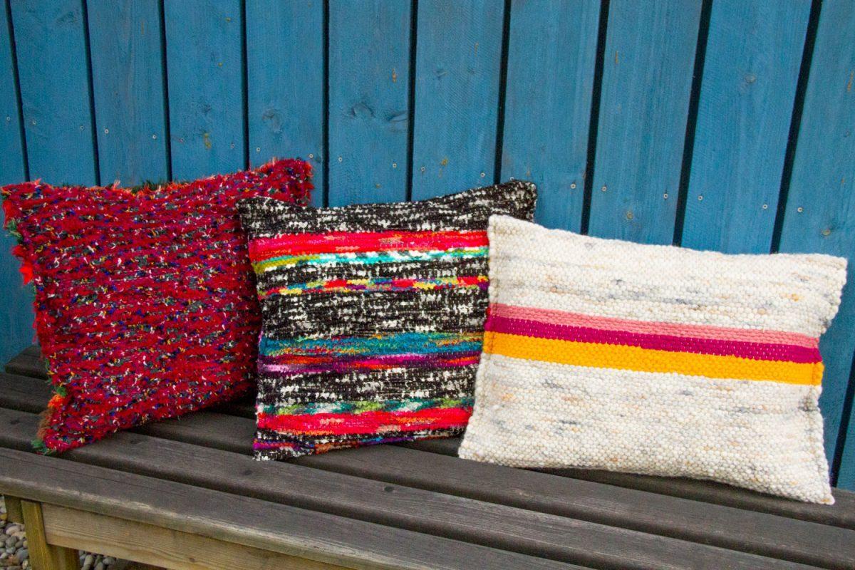 Bunte Kissen mit handgewebten Bezügen der SWW Weberei